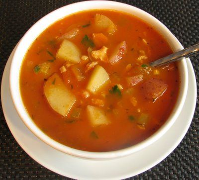 Manhattan Clam Chowder for Dinner tonight. Pairing with a super easy crusty bread recipe from Mother Earth News