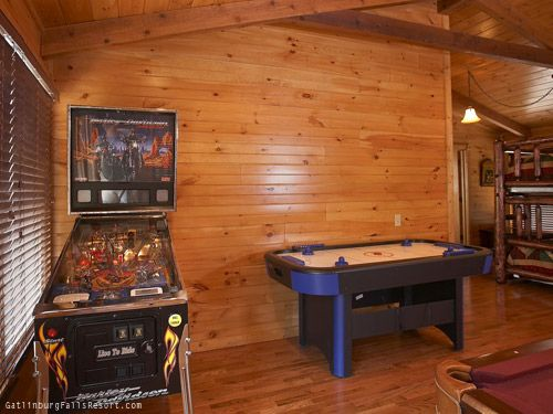 "2-BR Gatlinburg luxury cabin ""Memory Maker"" - part of the large game room"