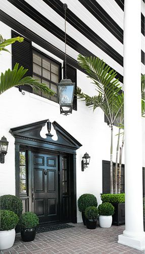LOVE the black!! Classic Palm Beach Chic   #Noir #Blanc Home