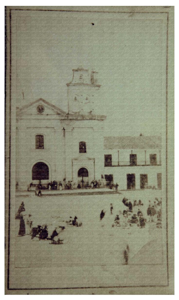 Iglesia de la Candelaria.  Medellín(Colombia). La fotografía data un periodo anterior a ser considerada Catedral [1860],