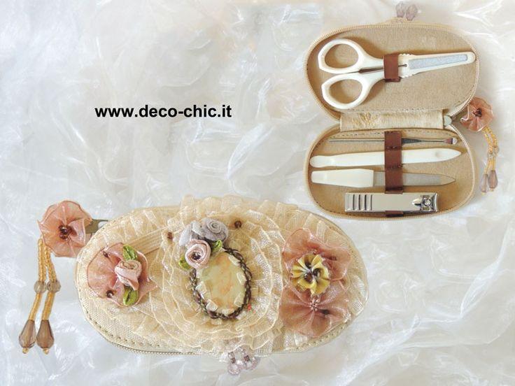 Raffinato set per manicure.   Cofanetto decorato con pizzi, fiorellini e nastri.  www.deco-chic.it