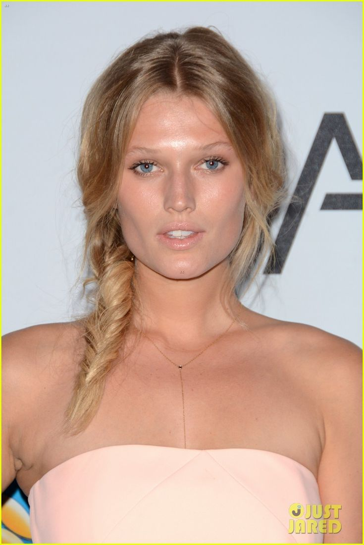Toni Garrn & Chandler Parsons Make Their Red Carpet Debut!