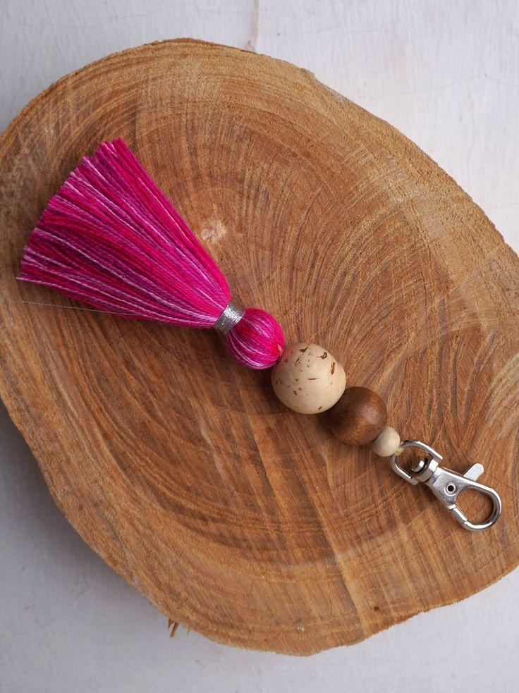 Colgante para bolso o llavero, con borla de lana y semillas o cuentas
