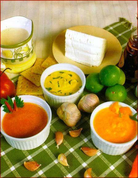 Crema de ají, rocoto y huancaína Ingredientes Ají •1/2 kg. de ají verde, sin pepas ni venas •2 dientes de ajo •4 cucharadas de aceite •Sal en cantidad nece