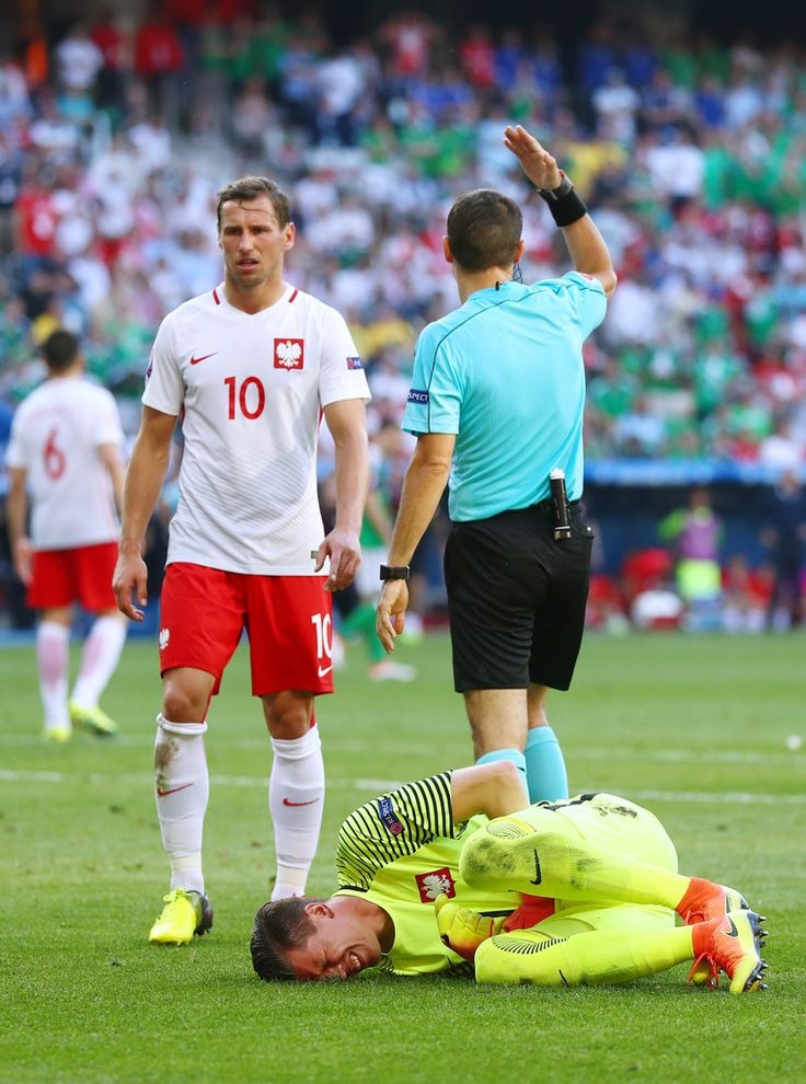 Wojciech Szczesny Photos Photos - Referee Ovidiu Hategan calls medical staffs after Wojciech Szczesny of Poland colliding with his team mate Lukasz Piszczek (not pictured) during the UEFA EURO 2016 Group C match between Poland and Northern Ireland at Allianz Riviera Stadium on June 12, 2016 in Nice, France. - Poland v Northern Ireland - Group C: UEFA Euro 2016