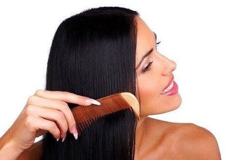 Чудесный бальзам для волос Очень эффективный рецепт, после применения которого на месте лысин появляются здоровые волосы! Если мазать бальзамом только лысину, то выросшие волосы будут отличаться немного от остальных волос на голове. 1/2 стакана кефира, 1 яйцо, 1 чайная ложка какао, Перемешать все и намазать голову. Чуть подсохнет – еще намазать. И так, пока вся порция не закончится. Завязать пленкой и укутать голову на 20-25 минут. Вымыть голову шампунем для детей. Ополоснуть отваром…