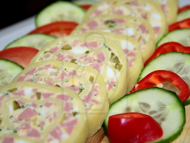 Sós sajtos ínyencfalat, melyet főleg Szilveszterre és ünnepségekre készítünk.