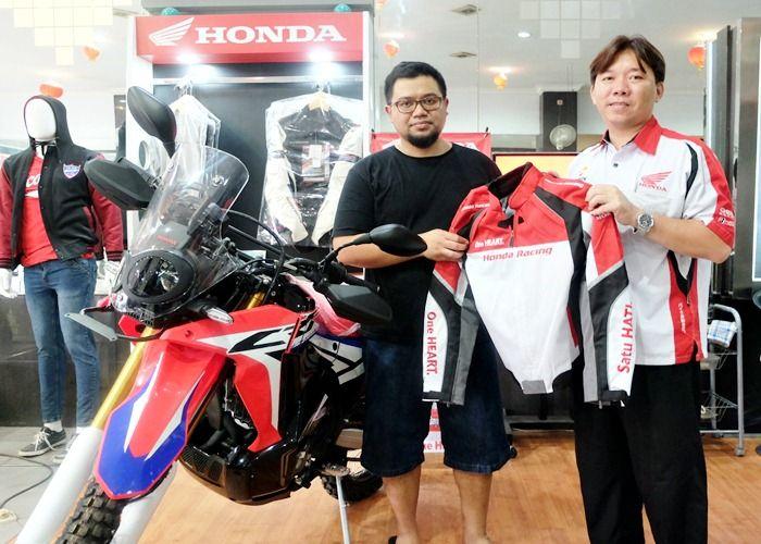 Pertama, Honda CRF 250 Rally Diserahkan ke Konsumen