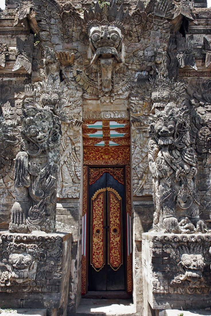 "`.""Tempel in North Bali with a lot of Dutch influences."" Dutch? This is why I should be reading up on these things..."