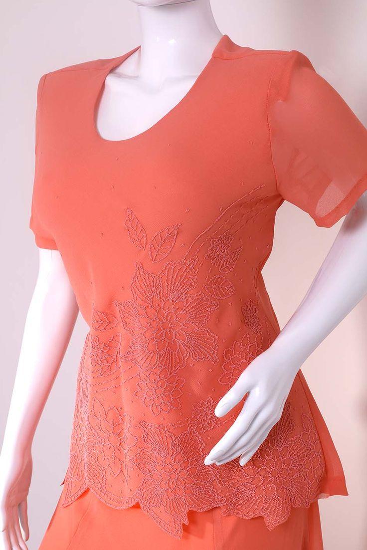 Elegantní lososové šaty