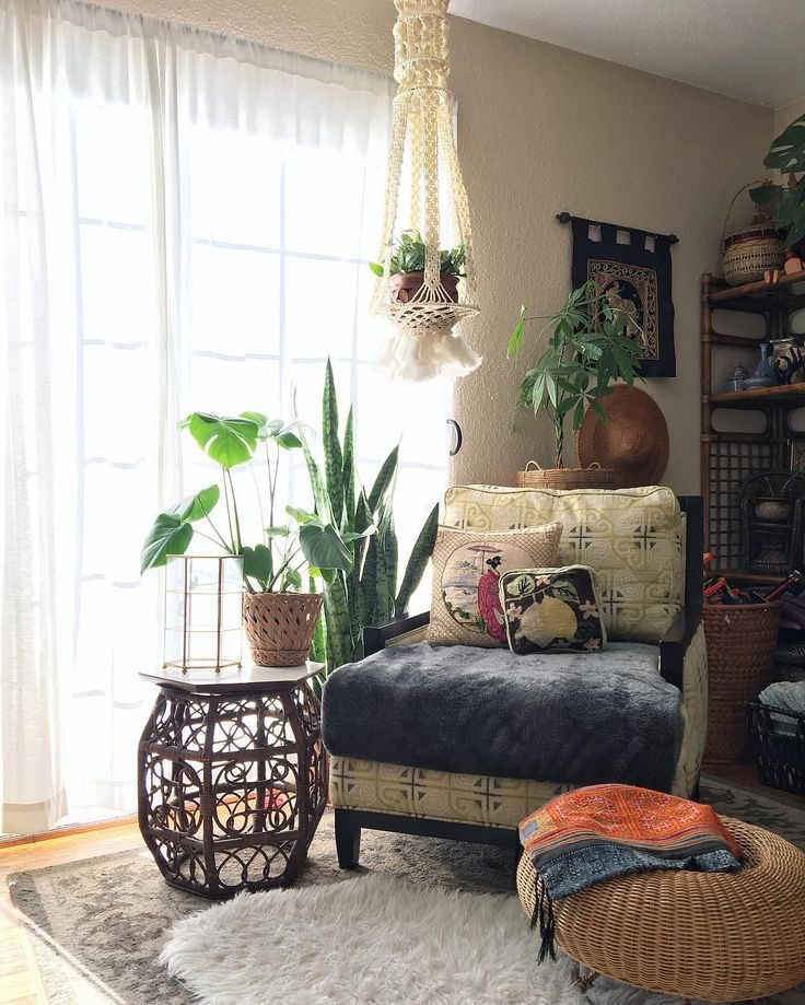 This nook is not quite Christmas'd out yet, but that's ok. All up for grabs.  Brown boho chinoiserie hexagon table, $95 White chunky knit macrame hanger, $34 Round wicker mushroom ottoman, $125 Brass tiered glass box, $60 Woven wicker basket, $16 Embroidered geisha throw pillow, $30 Vintage cross stitch lemon pillow, $24 Round Asian rattan hat, $40  ____________________________________ 🔻🔻s h o p  l i n k🔻🔻 www.thewhiteelephantco.com 🐘✨ #whiteelephantco #etsy #homedecor #vintagehome…
