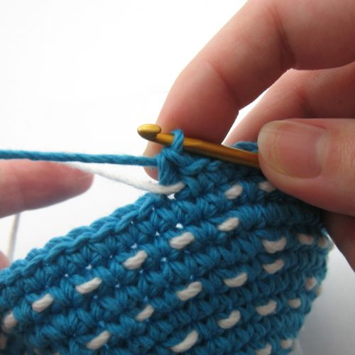Nub stitch - how to add accent color.  This is so easy!  #crochet #nub #stitch #color