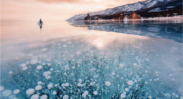 Fotografe loopt 3 dagen over het bevroren Baikalmeer