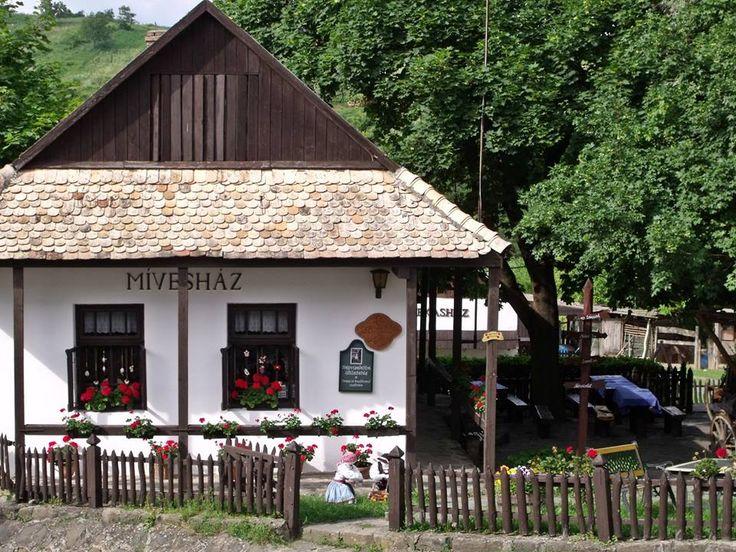 Egy palóc község, amely szerepel az UNESCO világörökség listáján - Hollókő - Északi-középhegység- Hungary