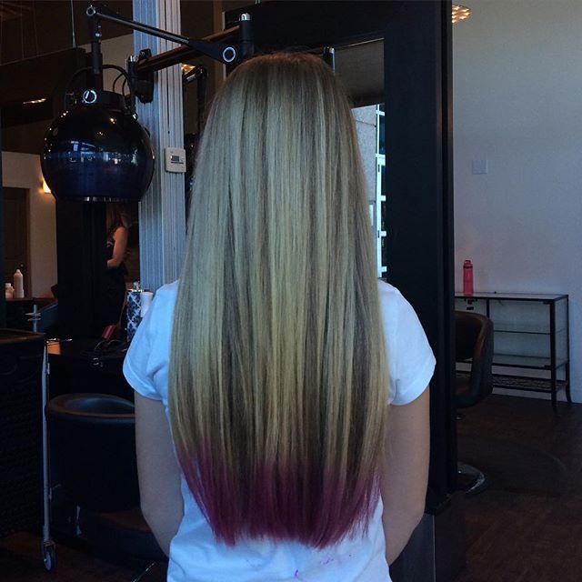Pink tips for the summer #Kelowna #pink #pinkhair #joico #haircut #longhair #blonde #fun #bright #summer #tips  Hair @sjacobi