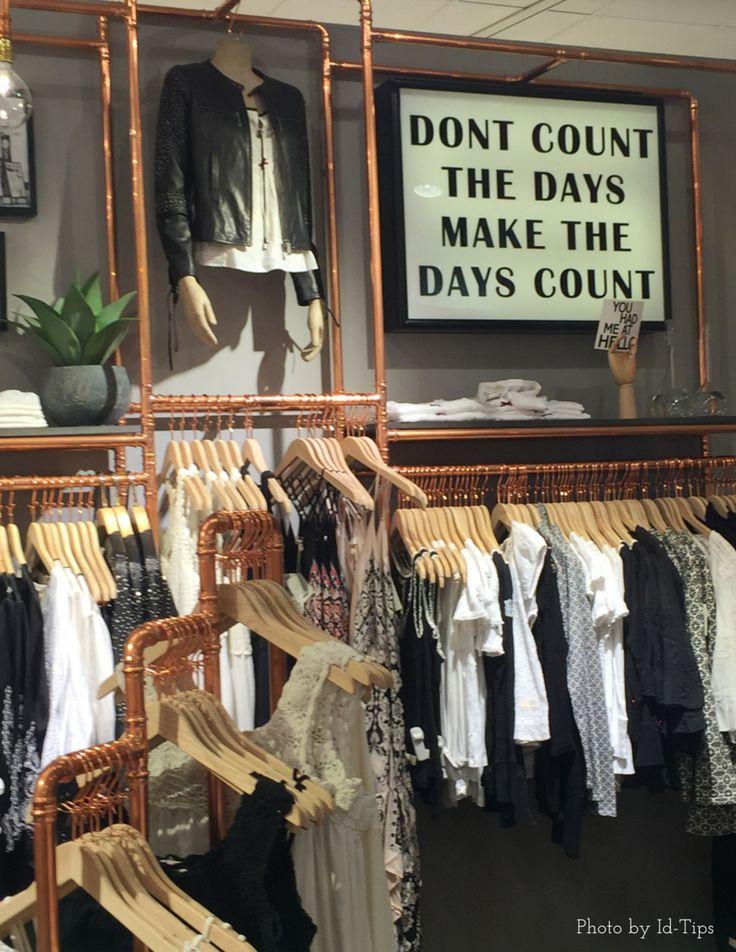 Espositori e appendiabiti del negozio di abbigliamento Odd Molly di Stoccolma realizzati con tubazioni in rame