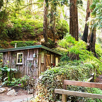 On a coast that prizes eccentricity, Deetjens Big Sur Inn lifts it to art form: 20 rooms and cabins crafted by Norwegian immigrant Helmuth Deetjen between the 1930s and '60s.