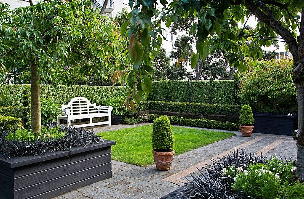 A formal garden apartment hedge garden design nursery for Apartment landscape design