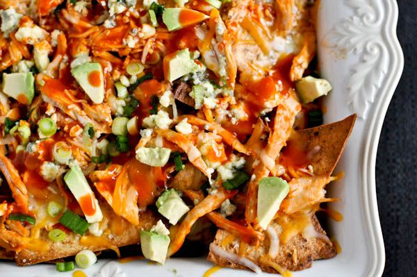Layered Baked Buffalo Chicken Nachos #guysnight