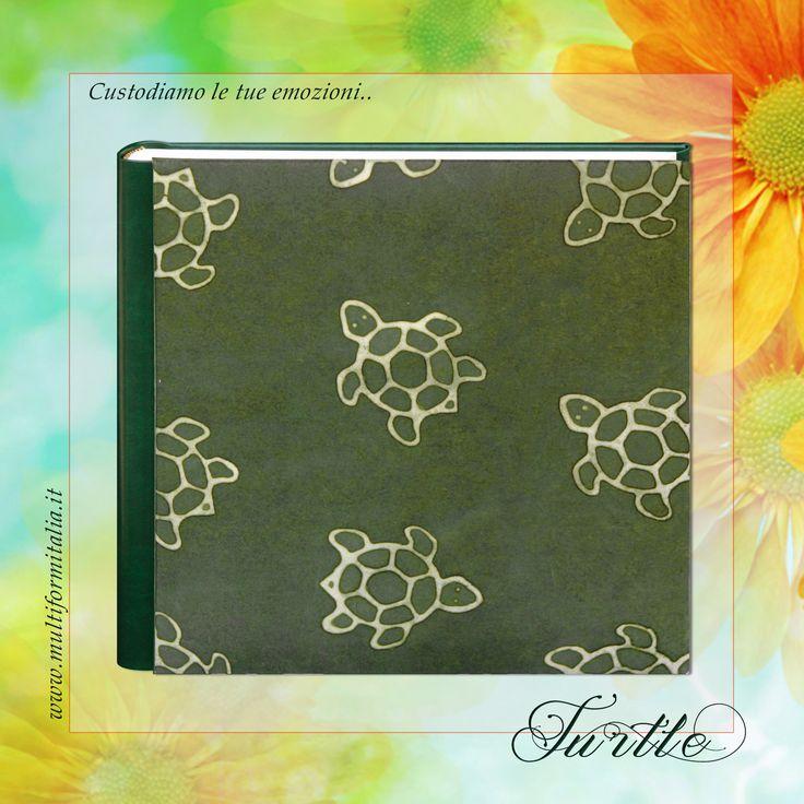 Batik Turtle <3 Coloratissimo album 30x30cm in Cuoio Rigenerato verde e Carta Batik con 40 interni avorio con veline ..in cui raccogliere i momenti di un'estate indimenticabile. #batikcollection