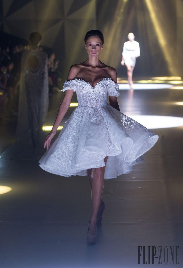 Michael Cinco Printemps-été 2015 - Prêt-à-porter - http://fr.flip-zone.com/fashion/ready-to-wear/independant-designers/michael-cinco-5194
