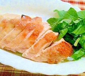 楽天が運営する楽天レシピ。ユーザーさんが投稿した「塩麹はオーブンがお好き☆チキンのほっとけグリル」のレシピページです。塩麹に漬けたものはとかく焦げやすいのが難点。温度管理のしっかりしたオーブンさんにおまかせして、その間に副菜に取りかかりましょう。。塩麹チキンのオーブン焼き。鶏ムネ肉,塩麹,ロケット(ルッコラ)他お好きな生野菜