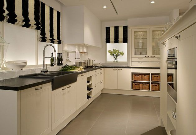 The black and cream striped kitchen blinds introduce a stylish modern feel for this otherwise traditional kitchen but the cream tones are still soft, and in conjunction with the wicker baskets produce a rustic, homely quality. #rustickitchen #kitchen #lwkkitchens