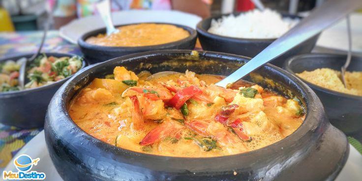 Confira nossa lista com 12 locais onde comer em Aracaju-SE. Tem moquecas, caranguejos, creme de macaxeira, camarão, pastel e escondidinho.