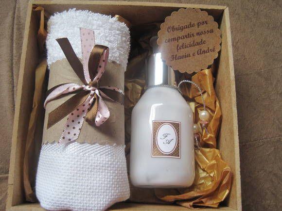 Caixa mdf com hidratante de 100 ml, e toalha Personalizamos ao gosto do cliente.