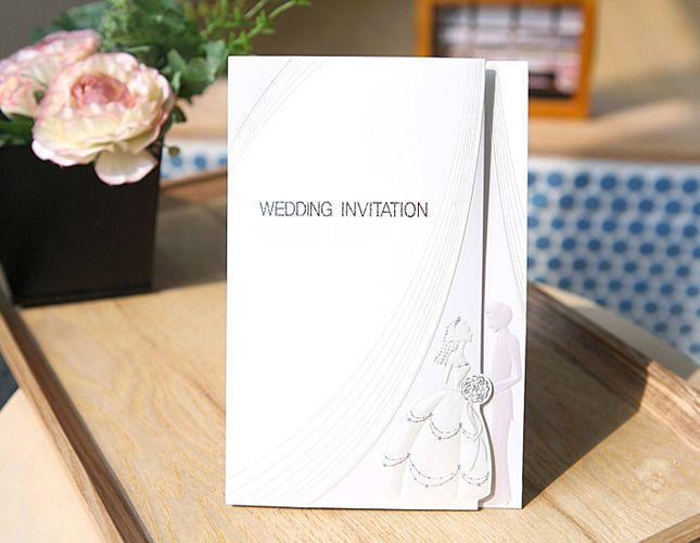 【イノセント】向かい合う新郎と新婦が扉になる豪華な加工はゲストの心へ響く