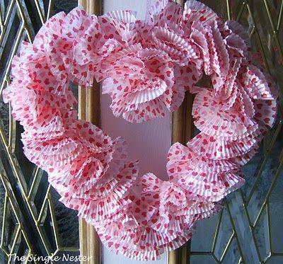 cute & easyCupcakes Paper, Cupcake Liners, Paper Wreaths, Cupcakes Liner, Heart Wreaths, Valentine Wreaths, Valentine Cupcakes, Cupcakes Wrappers, Liner Wreaths