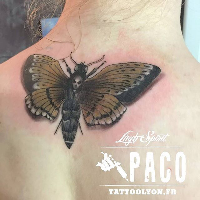 Best of the day 👌 Vraiment satisfait de mon travail et ma cliente aussi 😊 #bestoftheday #besttattoo #mariposa #papillon #skull #buterfly #buterflytattoo #really #tatouage #tatouagelyon #france🇫🇷 #realistic #realistictattoo #inked #inkedgirl #tattoo #tattoolyon #ink #silverback #intenzeink #barbernorthstar