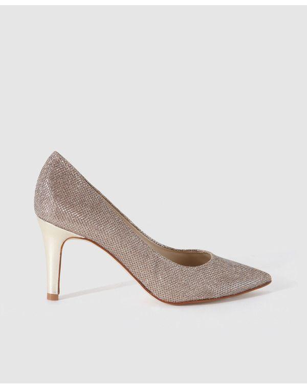 Gloria Ortiz . Zapato de salón en color champagne con acabado glitter 89,95€ en El Corte Inglés