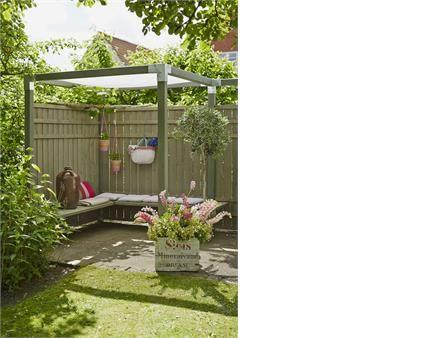 Skab din egen lille udendørs oase med få elementer. Din kreativitet kan få frit spil, du bestemmer nemlig selv hvordan du ønsker at sammensætte elementerne, Her ses et PLUS hegn fra Rustik.