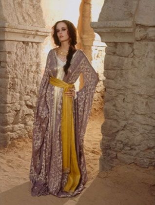 Eva Green as Sybilla in Kingdom of Heaven. I loved her wardrobe throughout the entire film, largely because it has lots of flowing fabric, belts, and headgear. I like how the splash of yellow here offsets what could otherwise look like a sea of useless fabric.