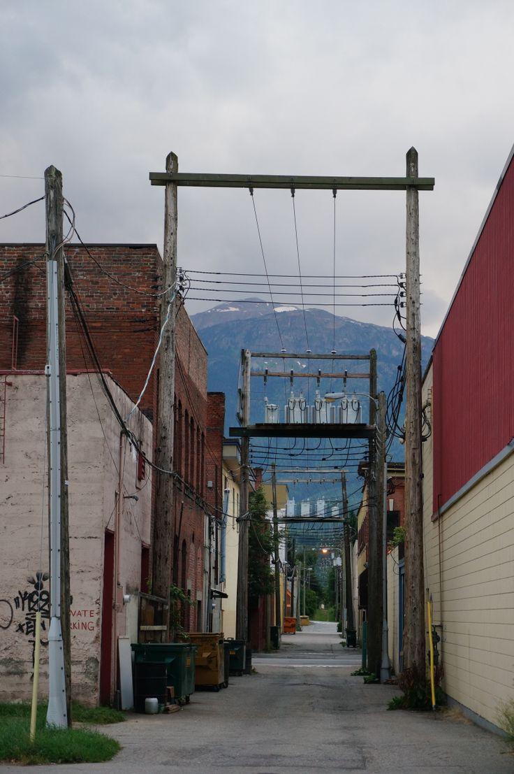 alley in Revelstoke