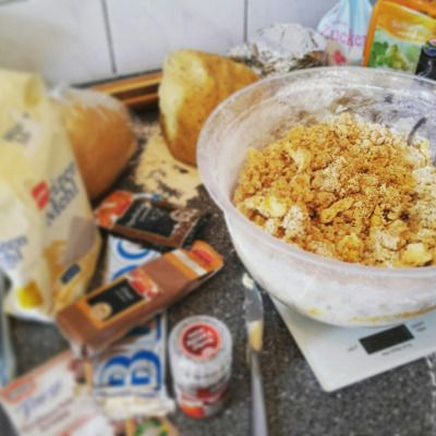 The battle has begun: flour, eggs, butter, sugar and spices - get all ready! You're going to get transformed into sweet Christmas cookies and biscuits! :)