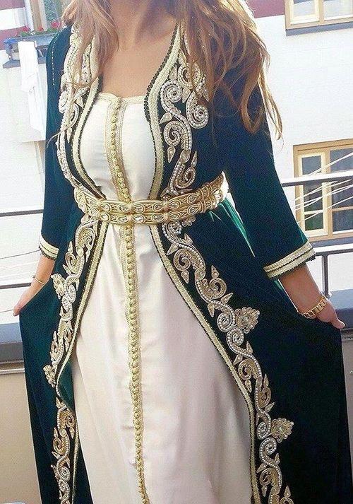 Gorgeous Moroccan takchita @#moroccancaftan #moroccancaftan