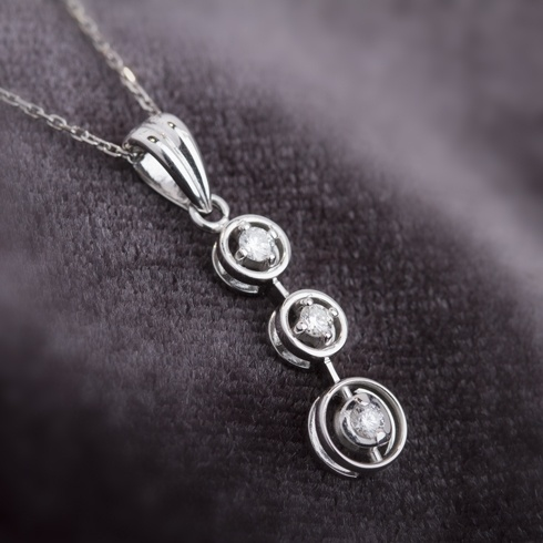 Lantisor cu pandantiv si diamante C065