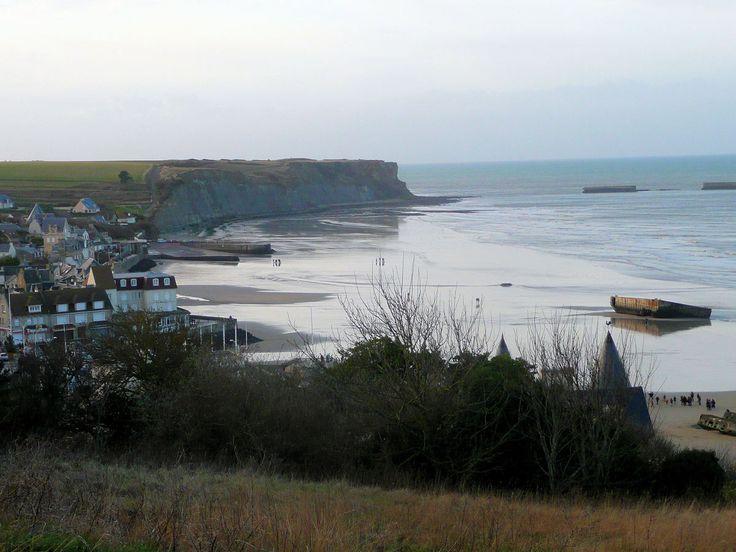 Arromanches / Plage du débarquement de Normandie .