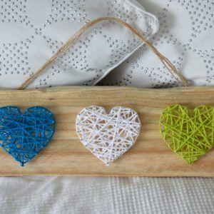 string art 3 coeurs sur palettes recyclées