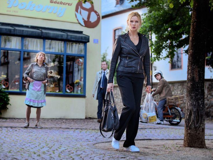 """Zwei rätselhafte Morde entzweien im """"Taunuskrimi"""" (ZDF) eine Dorfgemeinschaft. In """"Schlimmer geht immer"""" (Sat.1) verzweifelt Sebastian Bezzel an einem renovierungsbedürftigen Haus. Und Cameron Diaz geht """"In den Schuhen meiner Schwester"""" (Super RTL) Toni..."""