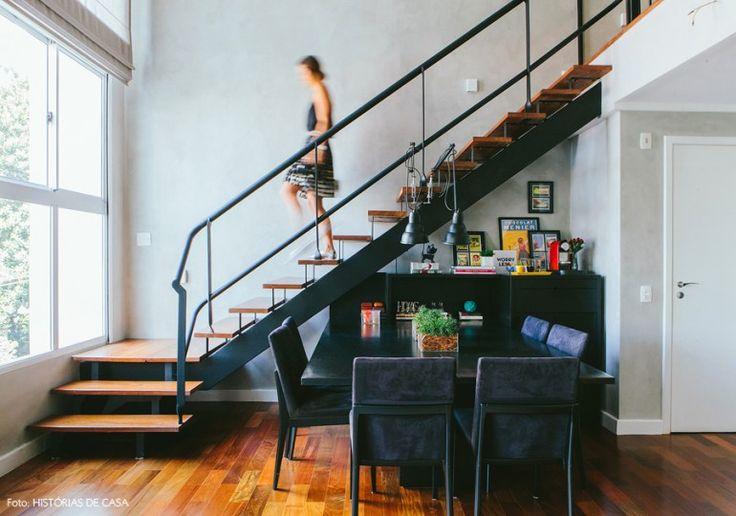 Apartamento duplex com decoração aconchegante e clima de loft.