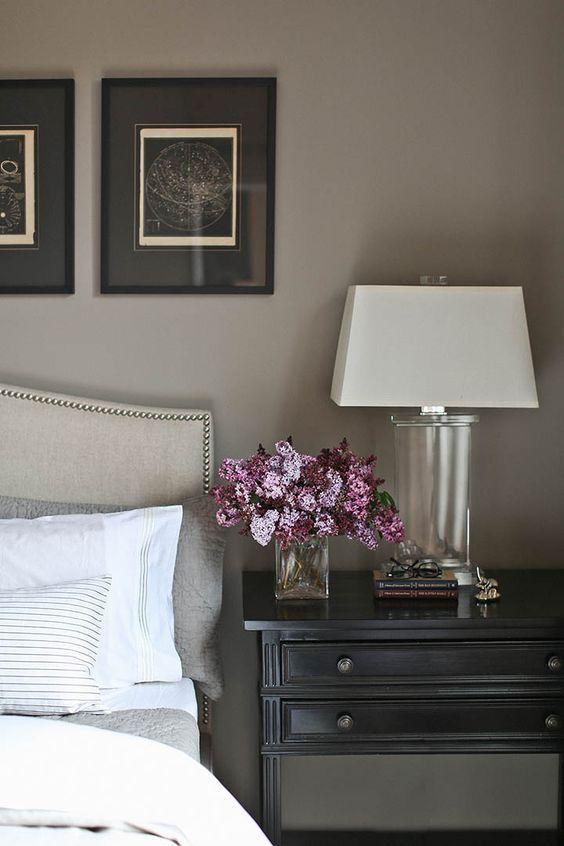 Byrå som nattduksbord – både funktionellt och hotellsnyggt