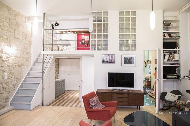 Стеклоблок и открытый камень смотрятся естественно в интерьере стиля лофт.  (индустриальный,лофт,винтаж,стиль лофт,индустриальный стиль,интерьер,дизайн интерьера,мебель,архитектура,дизайн,экстерьер,квартиры,апартаменты,гостиная,дизайн гостиной,интерьер гостиной,мебель для гостиной,жилая комната,спальня,дизайн спальни,интерьер спальни) .