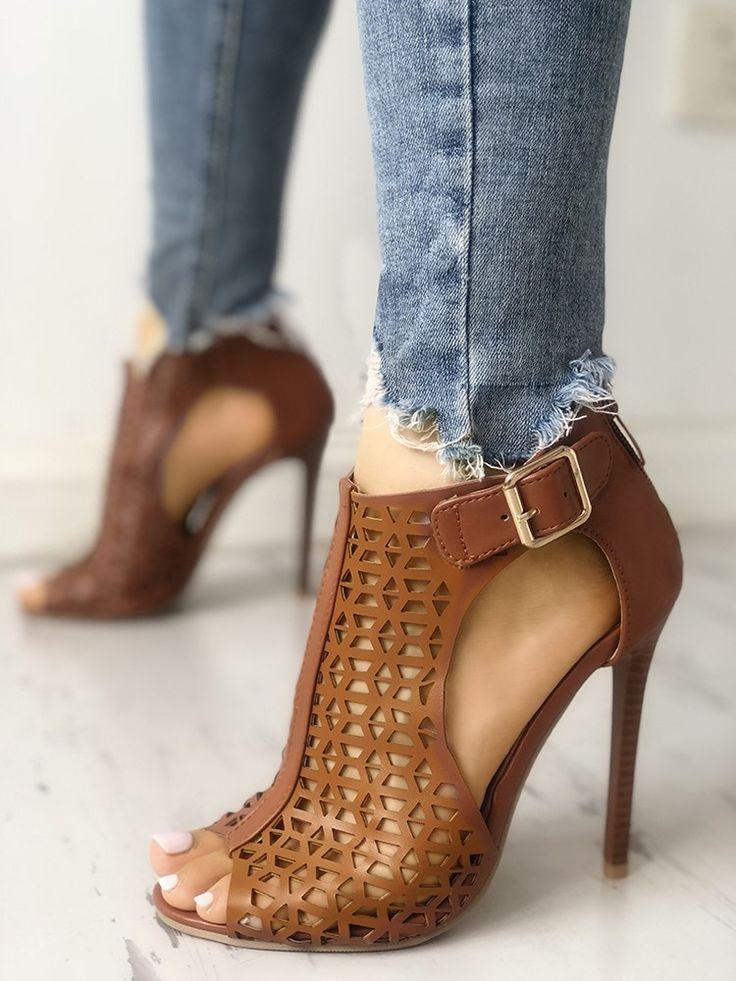 Découvrez les sandales à talons fins avec boucle creuse et bouts …