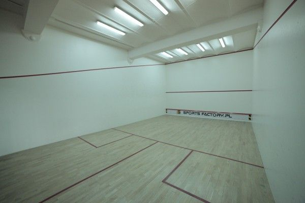 wnętrze sali squash (Krzysztof Podbielski - członek zespołu projektowego W+architekci)