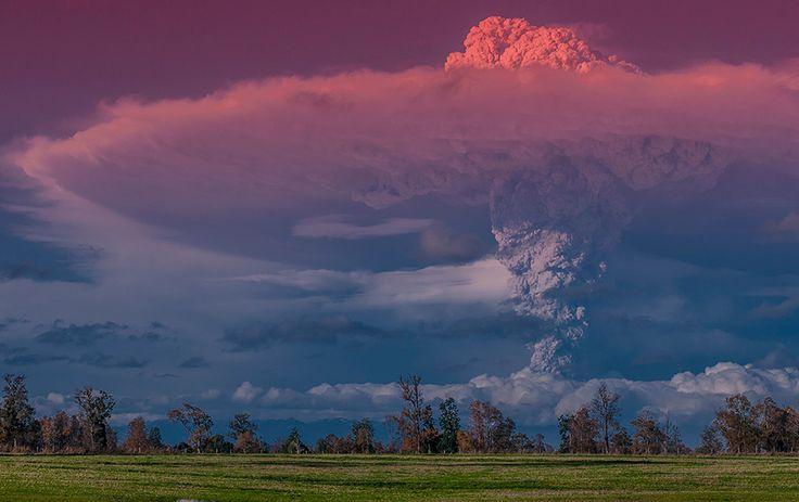 superbes images d une eruption volcanique au chili 8   Splendides photos dun orage volcanique   volcan photo orage lave image Francisco Negr...