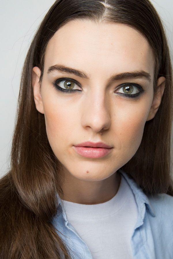 Тенденции макияжа весна-лето 2018 - подводка