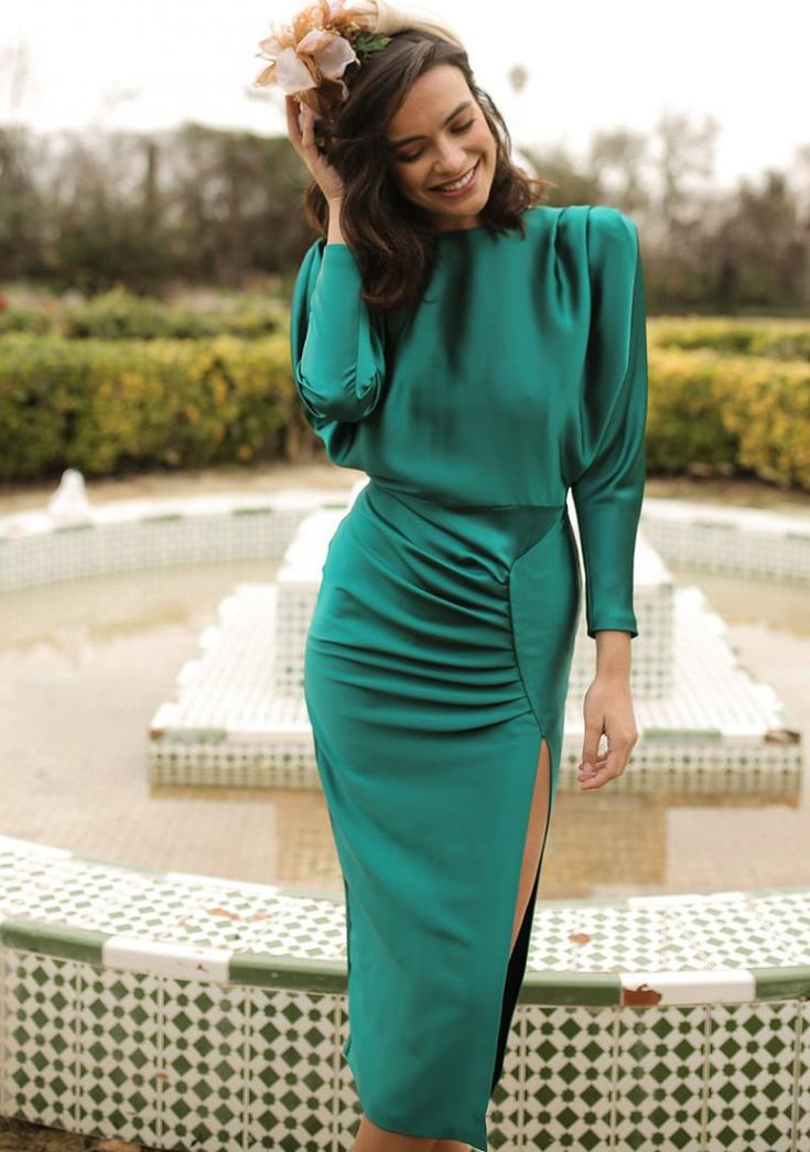 The Green Tatiana Dress is very original thanks to its most elegant design … Elegant Dresses For Women, Beautiful Dresses, Classy Dress, Classy Outfits, Ny Dress, Look Fashion, Fashion Design, Mode Outfits, Satin Dresses